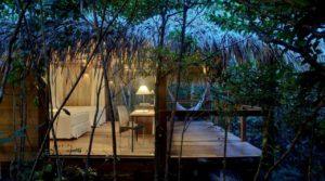 AnavilhanasLodge QuartoLuxo 01 300x167 - É possível viajar para a Amazônia com conforto e segurança?