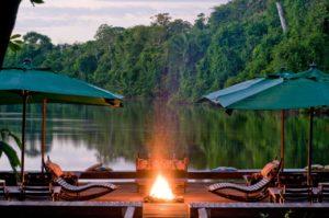 Cristalino Floating deck By Luis Gomes 300x199 - É possível viajar para a Amazônia com conforto e segurança?