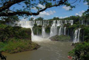 5 e1471917729265 300x203 - Se apaixone pelas 6 mais incríveis cachoeiras do Brasil
