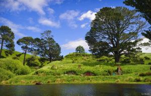 CU36 Hobbiton Matamata Waikato Ian Brodie 300x191 - 3 cenários de filmes na Nova Zelândia que você precisa visitar