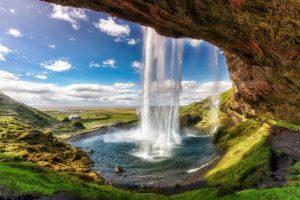 Skogarfoss 300x200 - Pretende viajar para a Islândia? Confira as principais atrações