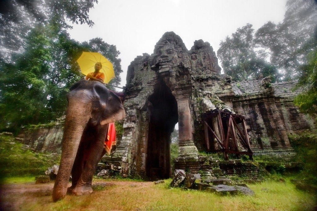 Detalhe de ruínas no complexo arqueológico de Angkor