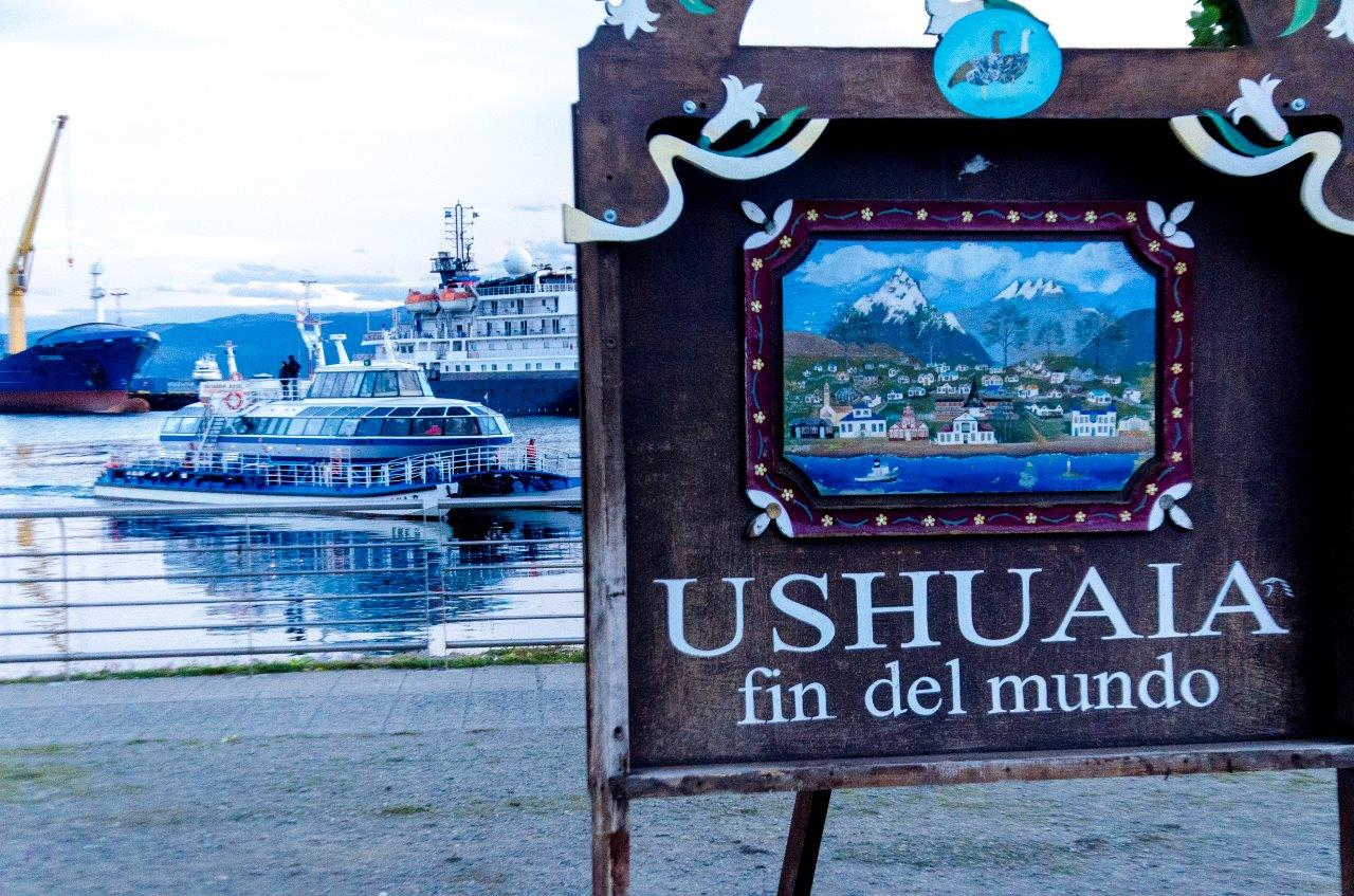 Placa Ushuaia - Quer Viajar para a Patagônia Argentina? O que visitar em El Calafate e Ushuaia?