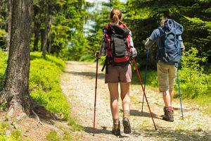 Praticar trekking pelo mundo: Conheça as melhores trilhas