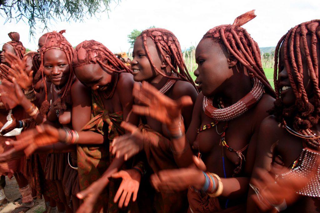 Namibie Himba Shutterstock 14 1024x682 - 5 motivos incríveis para viajar para Namíbia