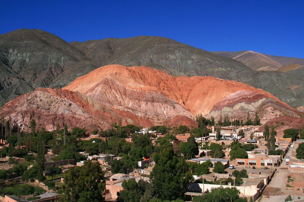 montanha colorida na região de Jujuy - purmamarca