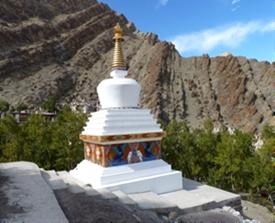 Stupa na Índia Ladack - 6 dicas para fazer a travessia do Himalaya em duas rodas